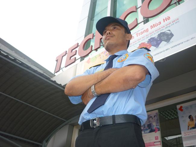 Nhân viên bảo vệ chuyên nghiệp